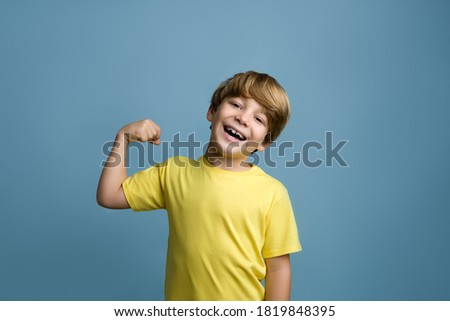 Feliz ninos amarillo escuela primaria equipo deportivo Foto stock © matimix