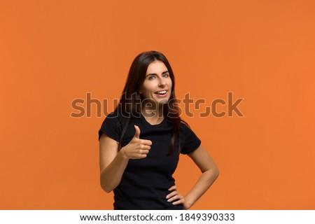 Stock foto: Porträt · gut · aussehend · weiblichen · Daumen · wie · Geste