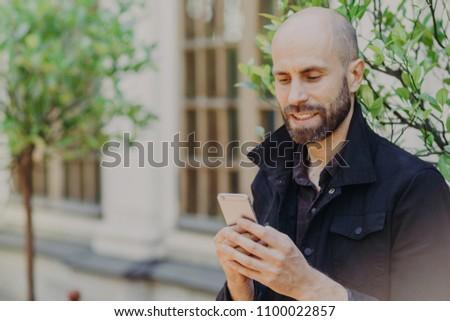 Openhartig shot kaal bebaarde mannelijke Stockfoto © vkstudio