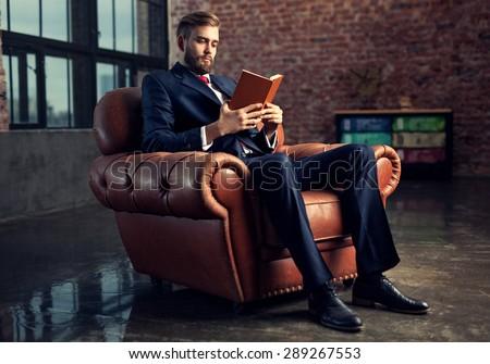 Portré figyelmes üzletember elegáns öltöny iroda Stock fotó © vkstudio