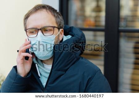 Coronavírus triste intrigado homem pânico epidemia Foto stock © vkstudio