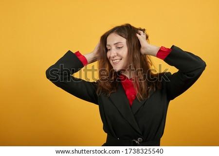 Jól kinéző nő öltöny megnyugtató laptop konyha Stock fotó © wavebreak_media