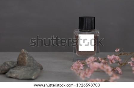 Perfume belo garrafa flores isolado branco Foto stock © tetkoren