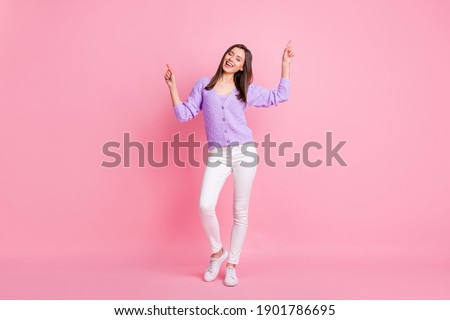 Foto d'archivio: Giovani · cute · discoteca · ragazza · rosa · sorridere