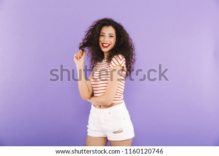 Foto erstaunt Frau lockiges Haar Sommer Stock foto © deandrobot