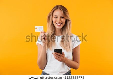 gelukkig · vrouw · tonen · creditcard · winkelen · kleding - stockfoto © ichiosea