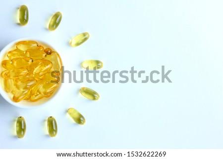 vitamin · tabletták · forma · hal · tányér · kéz - stock fotó © artjazz