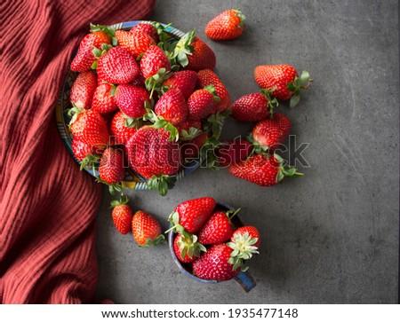 fraises · gris · bol · fraîches · isolé - photo stock © illia