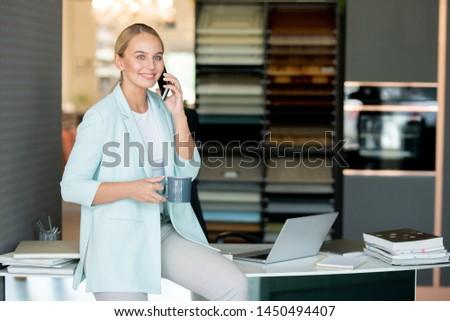 bastante · oficinista · romper · oficina · sesión · escritorio - foto stock © pressmaster