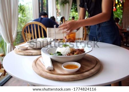Nő tart csésze főtt rizs fából készült Stock fotó © galitskaya