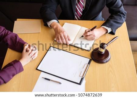 Stockfoto: Klantenservice · goede · samenwerking · overleg · mannelijke · advocaat
