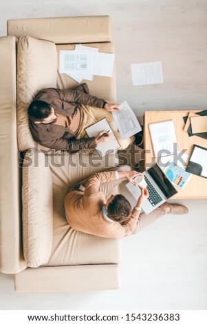 empresário · sofá · cansado · adormecido · casa - foto stock © pressmaster