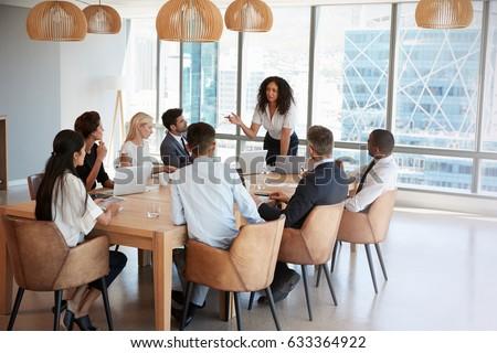 Elöl kilátás félvér üzletasszony áll körül Stock fotó © wavebreak_media