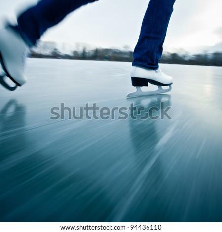 Fiatal nő korcsolyázás kint tavacska tél nap Stock fotó © lightpoet