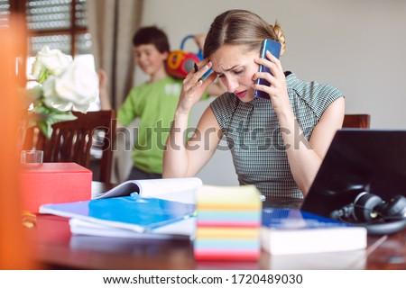 Işkadını evden çalışma yoğunlaşmak çalışmak bilgisayar Stok fotoğraf © Kzenon