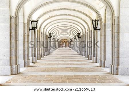 Prospettiva colonne soffitto tempio Vienna pietra Foto d'archivio © artjazz