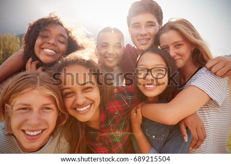 Souriant adolescent permanent up regarder caméra Photo stock © wavebreak_media