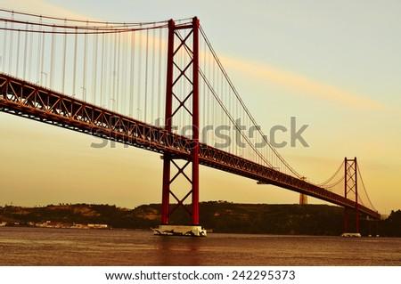 吊り橋 · リスボン · ポルトガル · 川 · 水 · 建物 - ストックフォト © nito