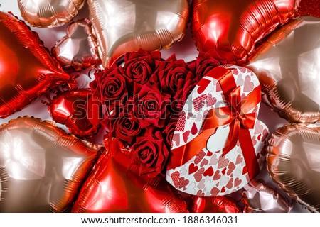 Feliz día de san valentín globo forma corazón arco Foto stock © olehsvetiukha