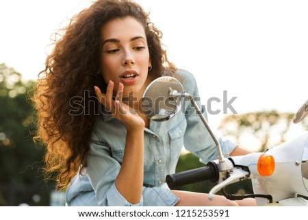 ライフスタイル · 肖像 · 小さな · スタイリッシュ · 女性 · 市 - ストックフォト © deandrobot