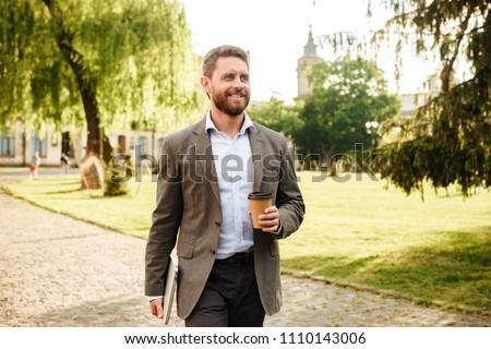 Fotó örömteli vállalkozók öltönyök sétál szabadtér Stock fotó © deandrobot