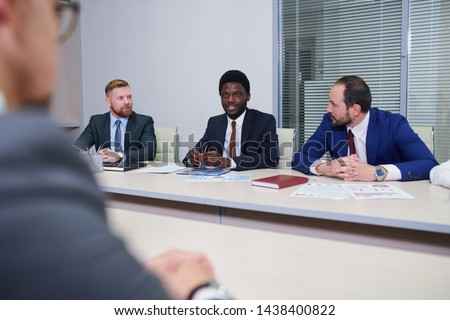 Gruppo contemporanea ascolto african collega business Foto d'archivio © pressmaster