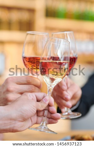 Tre umani mani bevande Foto d'archivio © pressmaster