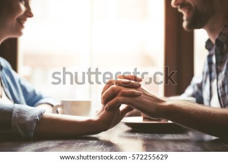 Przystojny kochający chłopak uśmiechnięty trzymając się za ręce młodych Zdjęcia stock © boggy