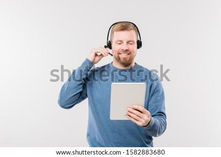 Heureux jeunes opérateur casque touchpad Consulting Photo stock © pressmaster