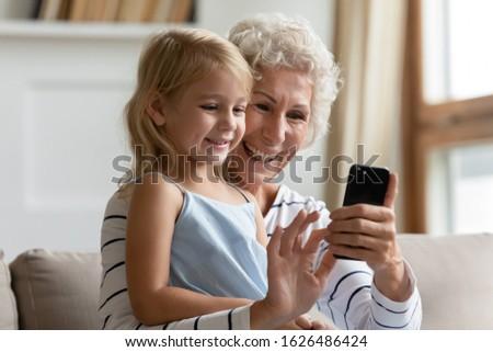 Sevecen aile bakıyor kamera Stok fotoğraf © pressmaster