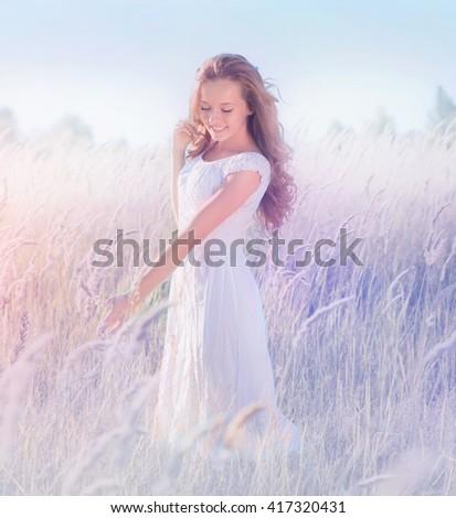 Menina em pé campo de lavanda vestido branco seis Foto stock © ElenaBatkova