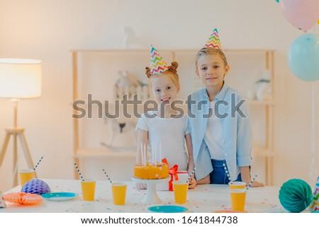 Blij jongen klein gember zus feestelijk Stockfoto © vkstudio