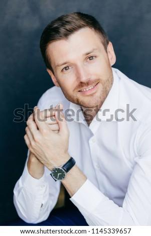 Vertical tiro satisfeito masculino eriçar Foto stock © vkstudio