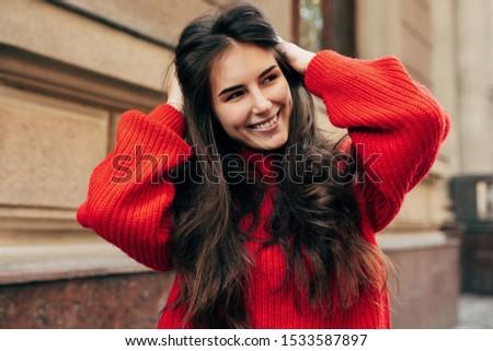 Portret dziewczyna długo siwe włosy czerwony sweter Zdjęcia stock © BlueLela