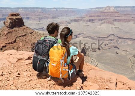 Grand Canyon kirándulás emberek természetjáró pár élvezi Stock fotó © Maridav