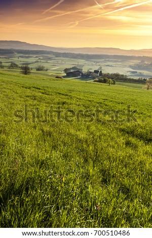 ストックフォト: 山 · 村 · アルプス山脈 · 伝統的な · 建物 · 空