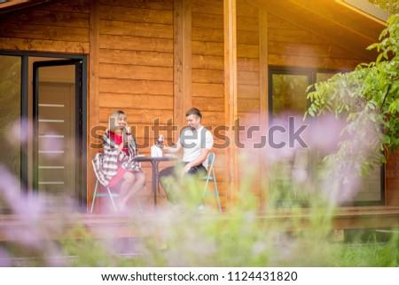 Paar diner samen vergadering houten huisje Stockfoto © deandrobot