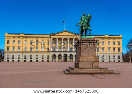 The Royal Palace and statue of King Karl Johan XIV in Oslo, Norw Stock photo © vladacanon