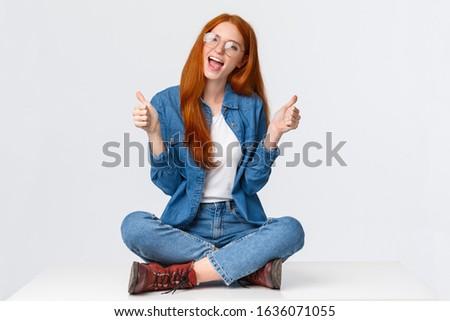 joven · sesión · aire · libre · flor · sonriendo - foto stock © lithian