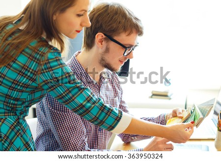 Jonge collega naar kleur verf palet Stockfoto © vlad_star