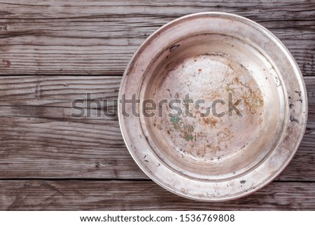 Stockfoto: Empty Metal Plate On Dark Texture Background Top View Copy Space