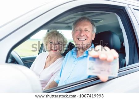 Retrato feliz senior homem condução Foto stock © Kzenon