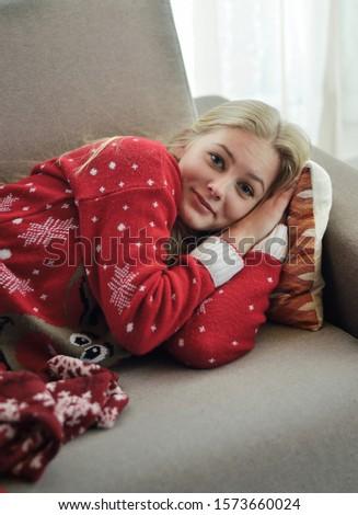 Jonge mooi meisje trui herten slaap masker Stockfoto © ruslanshramko
