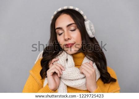 портрет оптимистичный женщину уха шарф Сток-фото © deandrobot