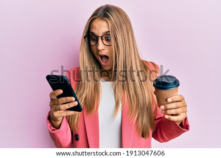 驚いた ブロンド 少女 スマートフォン カップ コーヒー ストックフォト © artfotodima