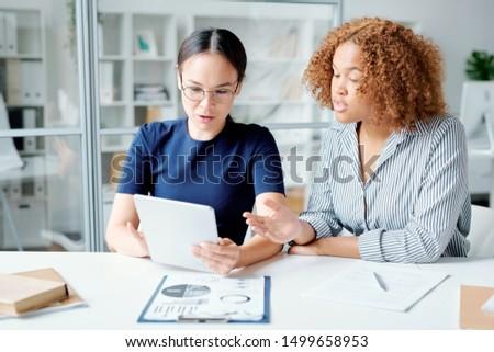 Genç muhasebeciler bakıyor veri touchpad göstermek Stok fotoğraf © pressmaster