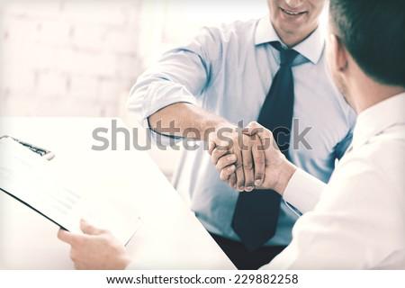 gündelik · iş · adamları · el · sıkışmak · büro · gülen · ofis - stok fotoğraf © pressmaster