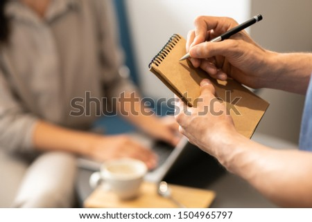молодые официант написать вниз порядка клиент Сток-фото © pressmaster