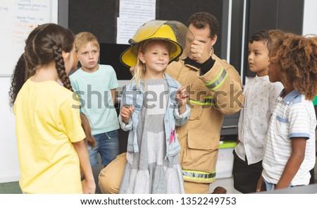 Vorderseite Ansicht männlich Feuerwehrmann Lehre Schulkinder Stock foto © wavebreak_media
