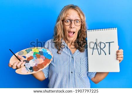 Középkorú sikeres festő paletta ecset beszél Stock fotó © pressmaster